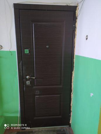 Входная дверь. Срочно!