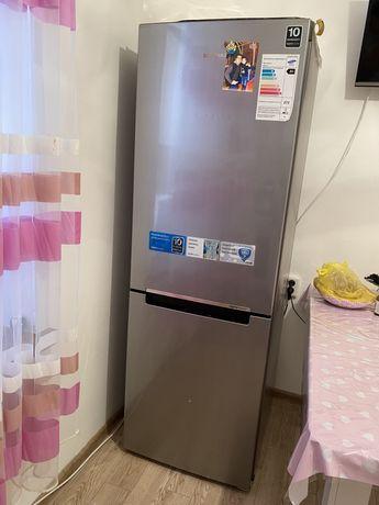 Срочно продам холодильник самсунг