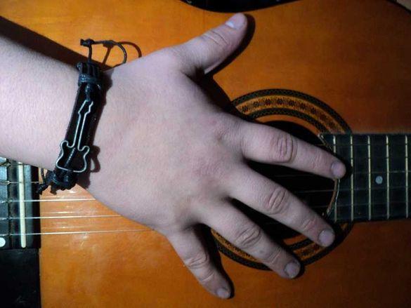 Мъжка гривна с китара