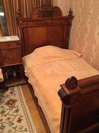 Бутикова спалня от орехово дърво, стил Анри Втори, Франция