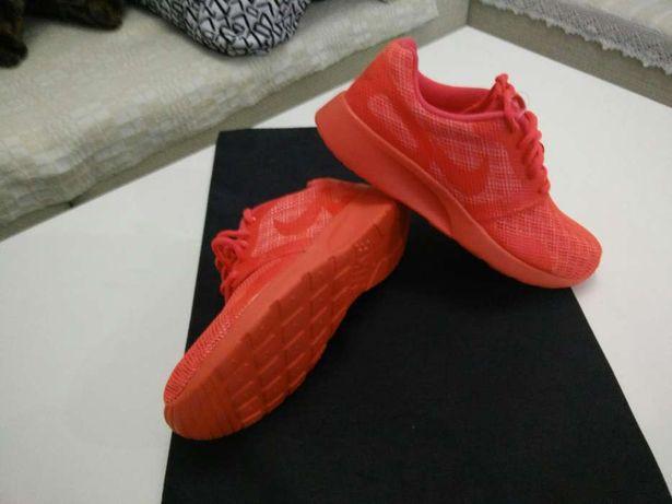Nike NOI si New Balance