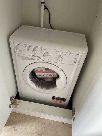 Стиральная машина автомат абсолютно новая Indesit
