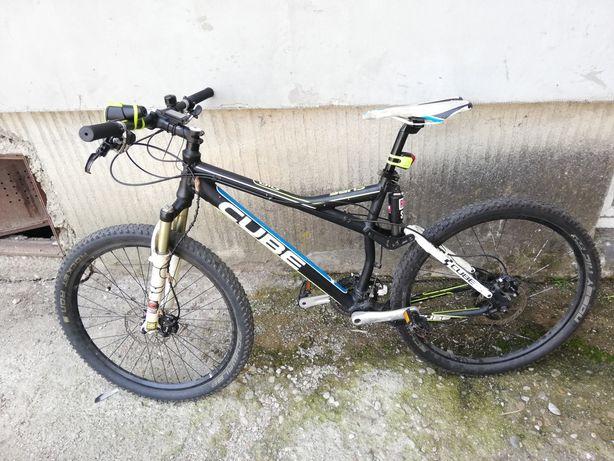 Vand bicicleta Cube full suspension