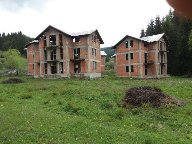 5 Vile nefinalizate si teren 5.708 mp Dorna-Arini