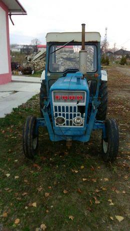 Tractor Ford 2000 cu încărcător frontal