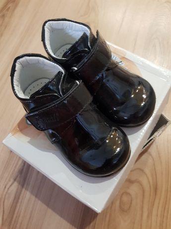 Бебешки лачени обувки