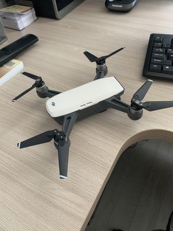 Продам дрон (квадрокоптер) dji Spark fly more combo