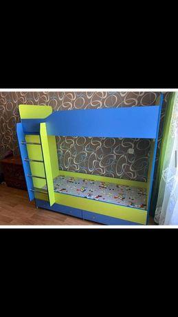 Двухяростьный кровать