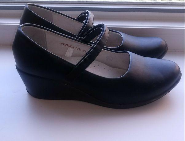 Туфли для девочки на танкетке