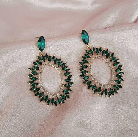 Cercei superbi aurii cu pietricele verzi smarald