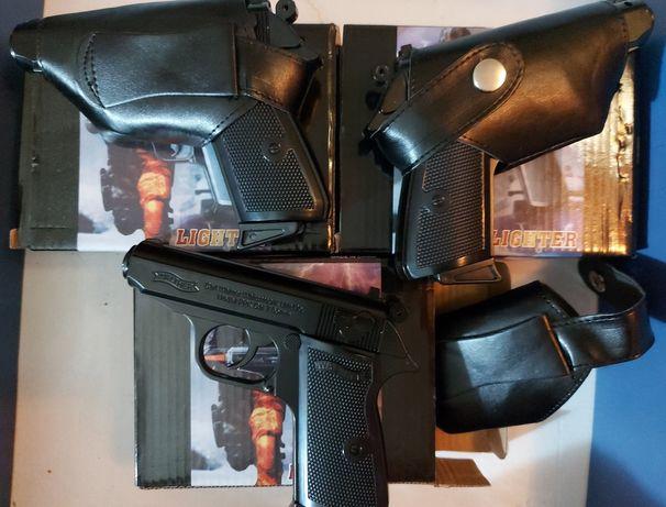Сувенирный зажигалка пистолет.  Новый в коробке. Зажигалка на подарок