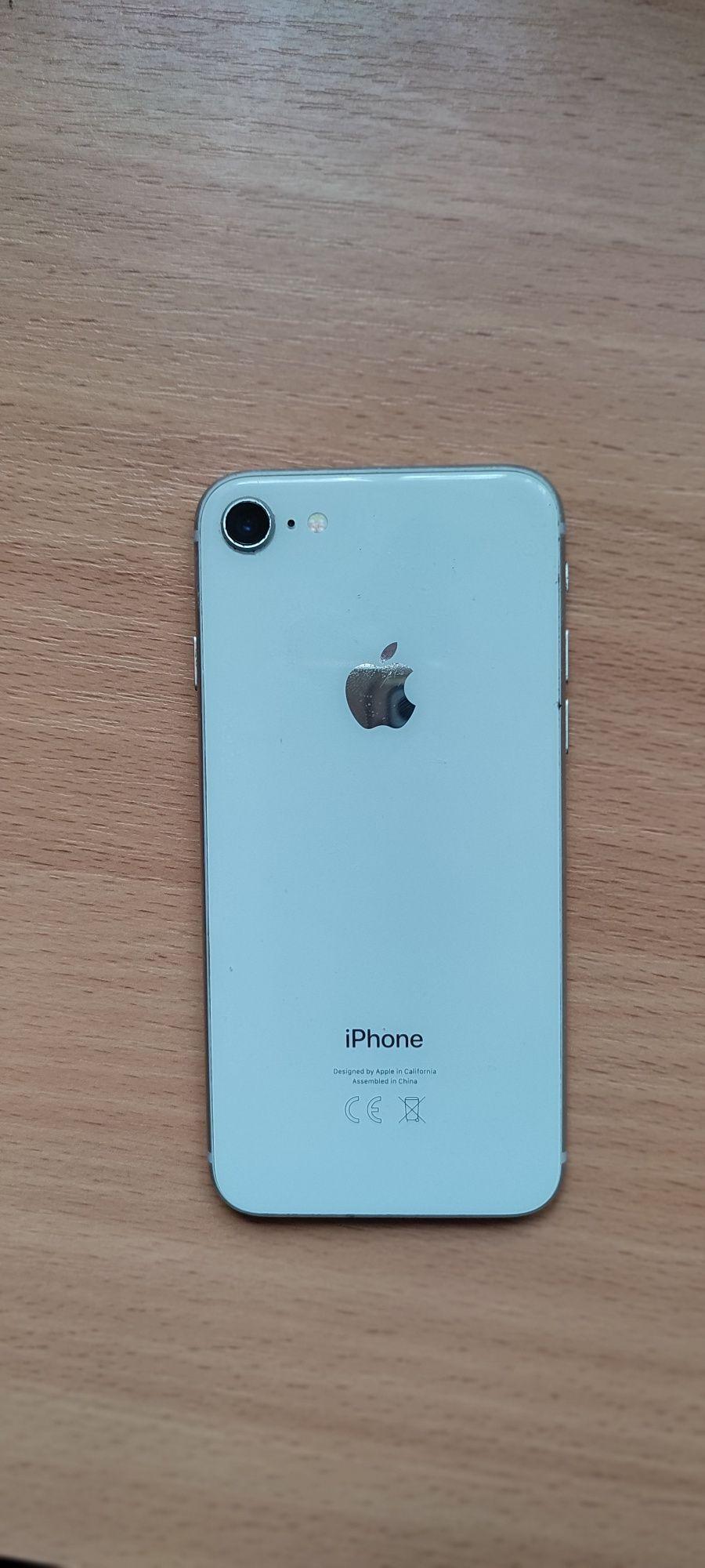 iPhone 8 simplu alb + o husa