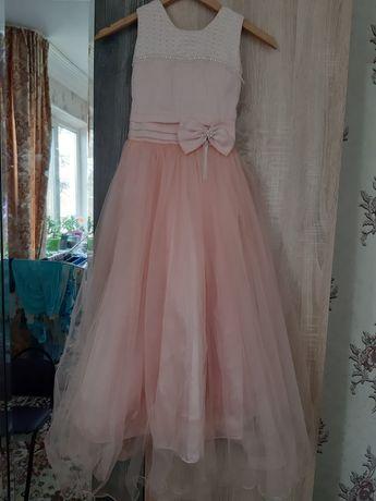 Платье нарядное на 10 -12 лет