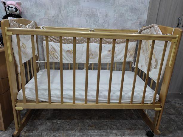 Продам детскую кроватку)