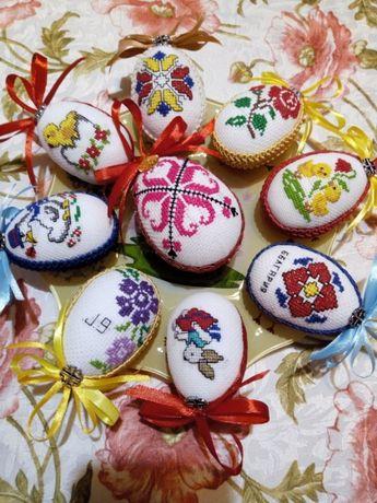 Бродирани яйца и сърца