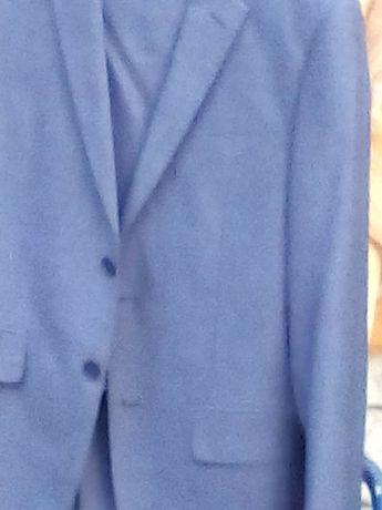 Vând costum bărbătesc culoare albastru mărimea 46