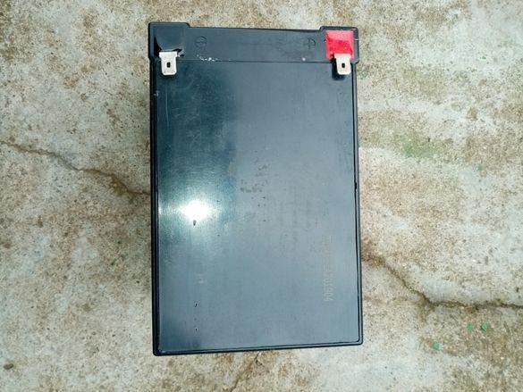 Продавам силово акумулаторче 12 волта на 3 Месеца