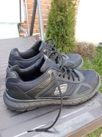 Adidasi skechers mărimea 46 (30 cm lungimea talpicului interior )