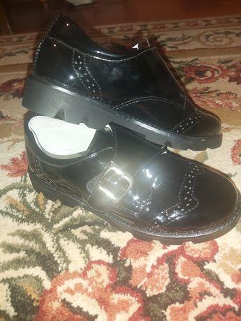 Туфли школьные 34 размер новые (чуть большемерят)