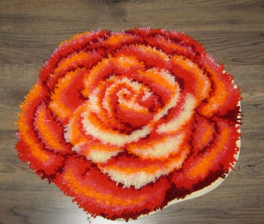 """Фъкано килимче """"Роза"""" - ръчно изработено"""