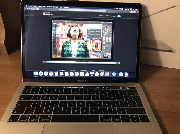 Продам Macbook Pro 13 2019 года silver