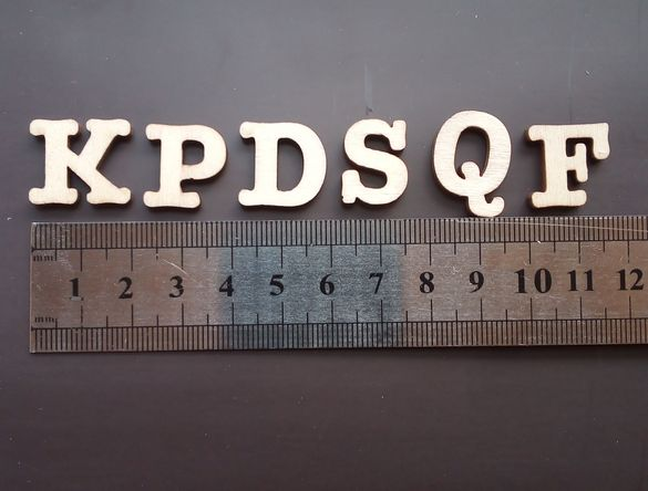 Лазерно рязани дървени букви.