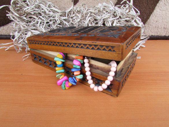 Дървена кутия