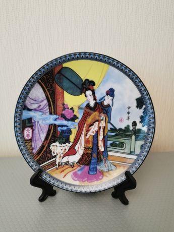 Сувенирная тарелка с японской тематикой