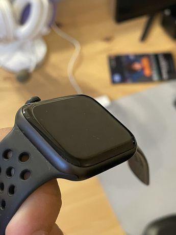 Apple Watch SE 44 Nike