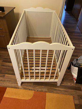 Patuț din lemn pentru bebeluși cu saltea si protectie impermeabila
