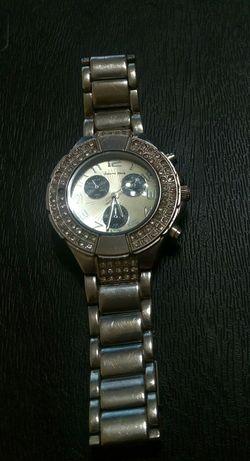 Продавам дамски часовник Алберто Фиоро