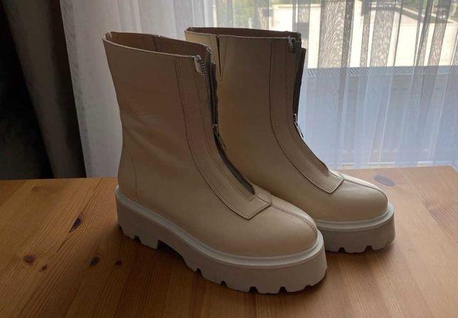 Продам ботинки белые женские