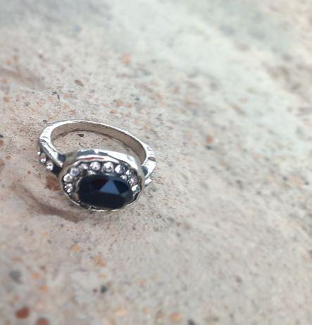 кольцо с камушком
