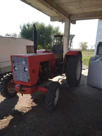 Vând Tractor International 52