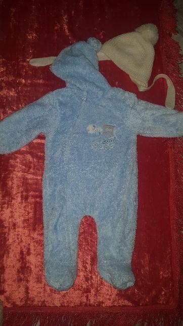 Комбинезон на осень мальчику размер 9-12 месяцев + Шапочка в подарок