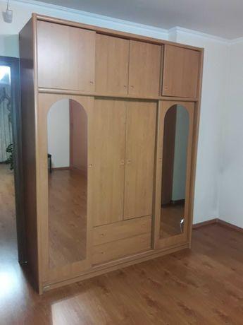 Шкаф платяной 4-х створчатый, зеркальный