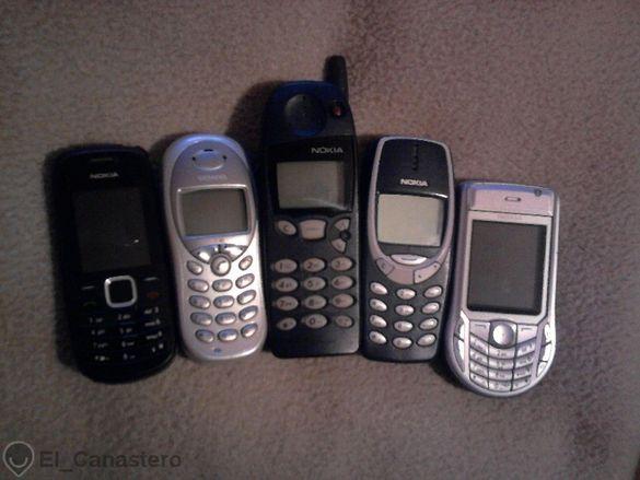 Лот от стари модели мобилни телефони