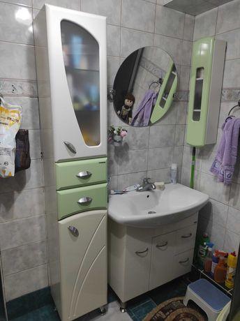Пенал и навесной шкаф для ванны
