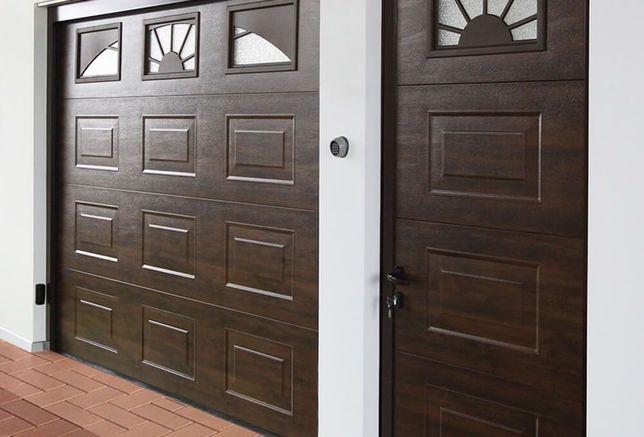 Uși de garaj 3000x2500 culoare *Nuc casetat+3 geamuri ce imită soarele