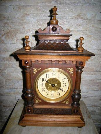 старинен настолен часовник с латерна