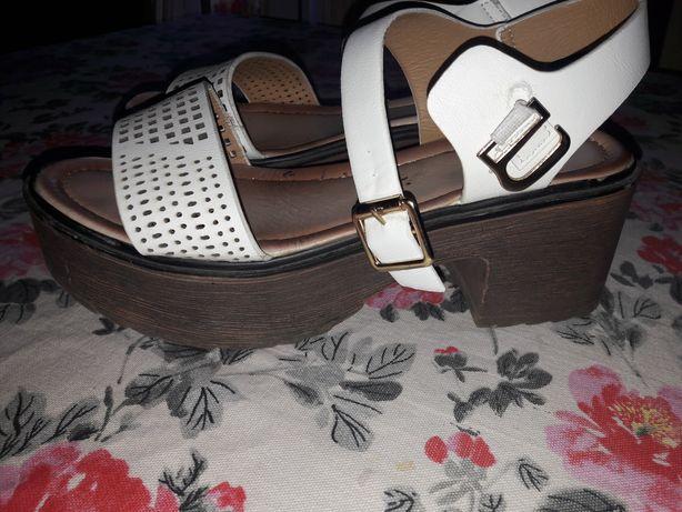 Vand sandale mărimea 38