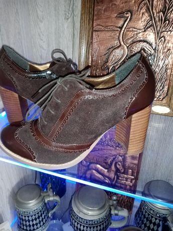 Pantofi cu toc, din piele nr 38