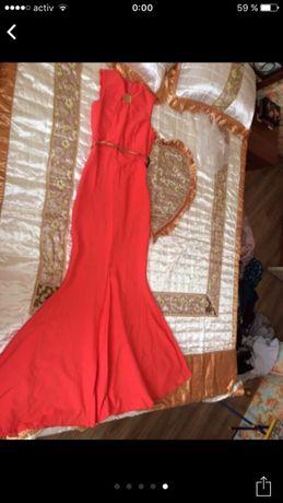 Продам шикарное платье впол в идеальном состояний
