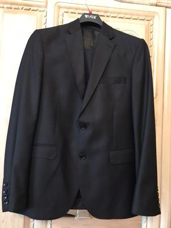 Костюм школьный (пиджак и брюки),Турция, на рост 134 см, чёрный цвет
