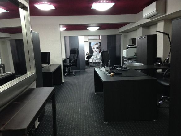 Продава обзаведен луксозен офис център Стара Загора