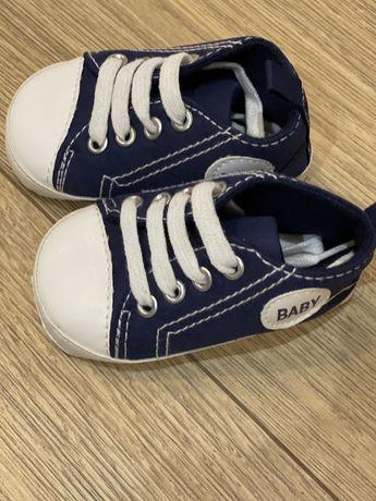 кроссовки 0-6 месяцев