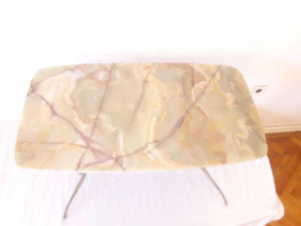 masa cu blat din onix si picioare din bronz