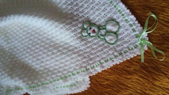 Бебешки ръчно изработени пелени, елеченца,шапки и чорапки...