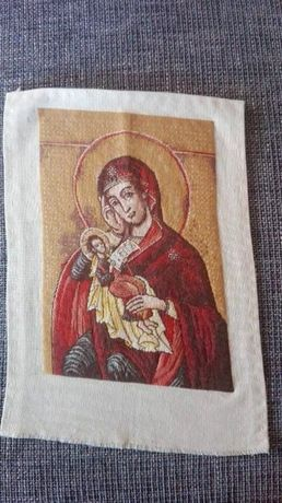 "гоблен ""Червена икона - св Богородица с Младенеца"""