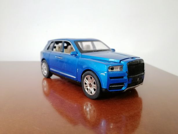 Продаю модель Rolls Royce Cullinan 1:24